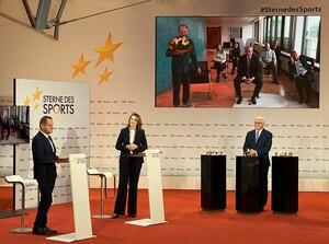 Bundespräsident Frank-Walter Steinmeier, Alfons Hörmann (li.) und Marija Kolak gratulieren dem Bundessieger Icando e.V. per Videoschalte. Foto: DOSB/BVR