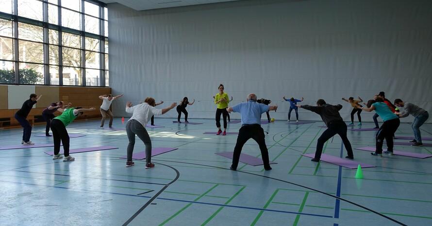 Praktische Übungen zum Mitmachen untermauern das theoretisch Gelernte. Foto: DOSB