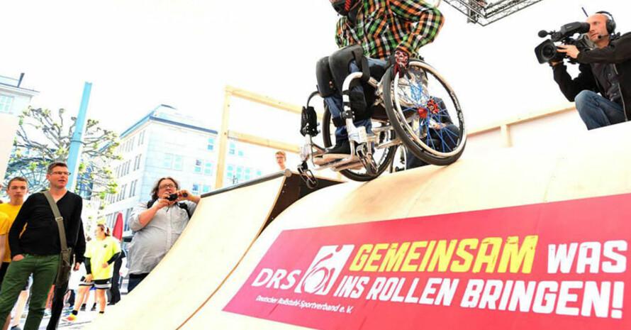 Wheelchair-Skating Action, Spaß und purer Nervenkitzel im Rollstuhl. Fotos: DGUV/Michael Schwartz