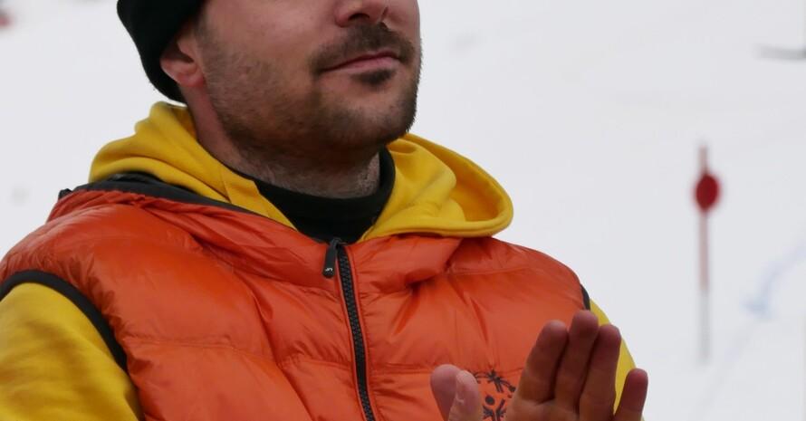 Profilfoto von Martin Metz. Im Hintergrund ist eine Skipiste zu sehen.