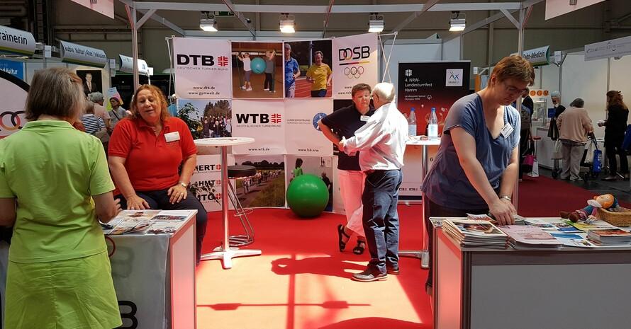 """Neben praxisnaher Betätigungen gab es auch eine Fülle an Informationen rund um """"Bewegung im Alter"""" auf dem Deutschen Seniorentag in Dortmund. Foto: DOSB"""