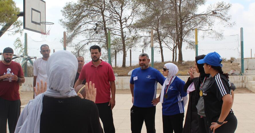 Praxiseinheit auf dem Basketballcourt. Bild: GIZ Sport für Entwicklung Jordanien