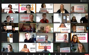 """Teilnehmer*innen im Rahmen der digitalen Preisverleihung Vereinswettbewerb rufen zur Mitmachmachaktion """"Wir brechen das Schweigen"""" des Hilfetelefons auf. Foto: DOSB"""