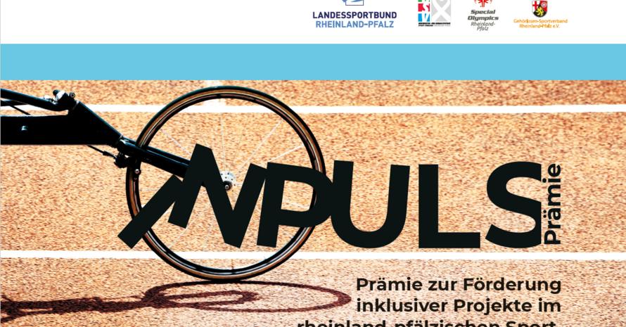 """Der Schriftzug """"InPuls-Prämie"""" startet im Vorderrad eines Rennrollstuhls (von dem nur das Vorderrad zu sehen ist) auf einer Rennbahn."""