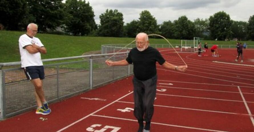 Beim Seilspringen erreichte Roland Wiedemann 2018 im Bereich Koordination die Wertung für das Deutsche Sportabzeichen in Gold (Foto: Herta Wiedemann)