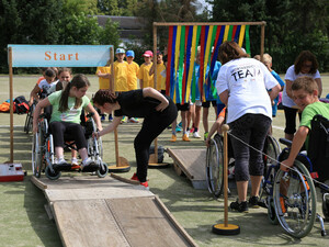 Im Rollstuhl-Parcour konnte sich jeder in die Rolle eines Rollstuhlfahrers begeben. Foto: DOSB/Treudis Naß