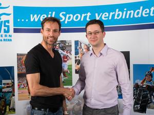 Die Botschaft ist klar: Sven Hannawald unterstützt den Behindertensport. Foto: BVS Bayern