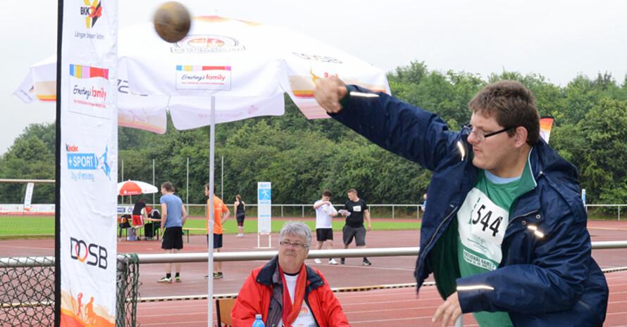 Menschen mit und ohne Behinderung konnten im Stadion Obervieland ihr Sportabzeichen ablegen.