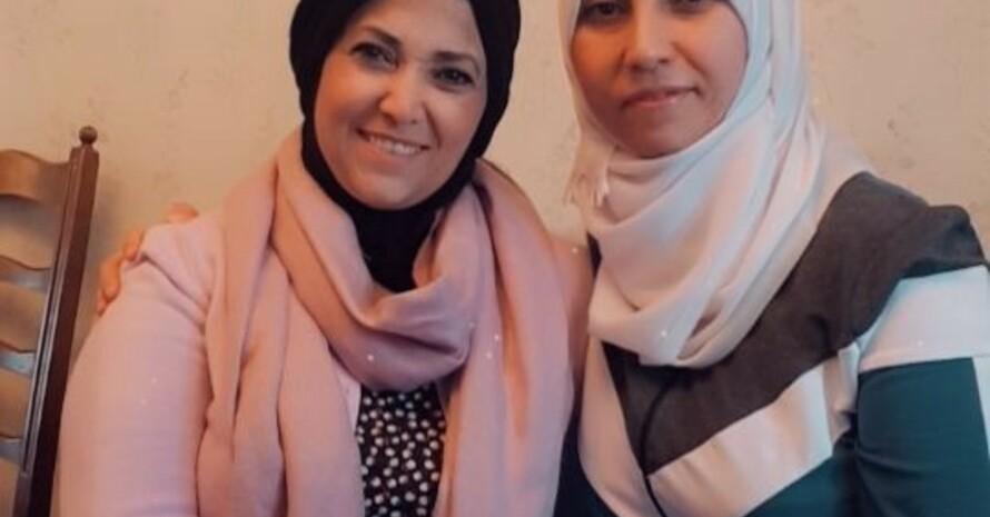 """Unsere Übungsleiterinnen Samira Hamdan (links) und Raghs Al Akil (rechts), von """"Integration durch Sport""""."""