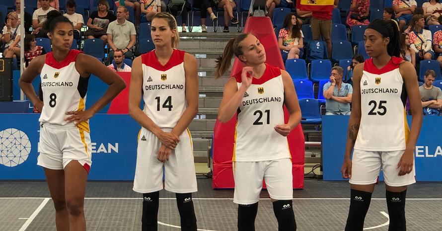 Die deutschen Basketballerinnen vor dem Bronzespiel (v.l.n.r.): Satou Sabally, Sonja Greinacher, Svenja Brunckhorst und Ama Degbeon. Foto: DOSB