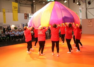Mitglieder der VSG Duisburg demonstrieren eine gymnastische Tanzdarbietung. Foto: Andreas Geist/BSNW