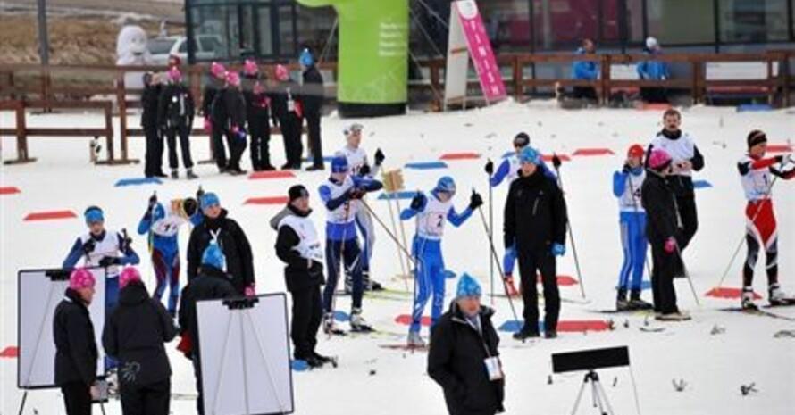 Die Athletinnen und Athleten bereiten sich auf den Start im Team-Sprint-Wettbewerb vor. Foto: www.eyowf2011.cz