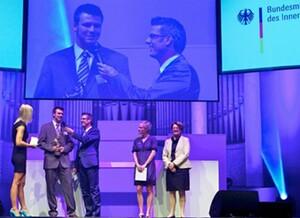 Die Vergabe des Fair Play Preises 2010 an André Wrede. Foto: BMI