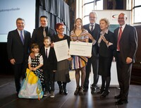 Die Familie Englich bei der Auszeichnung zur engagiertesten Spitzensportfamilie im Jahr 2012. Foto:DOSB