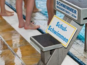 Immer öfter kann Schulschwimmen aufgrund von Bäderschließungen nicht mehr durchgeführt werden. Foto: picture-alliance