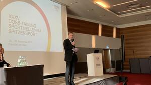 Mannschaftsärzte Prof. Dr. Bernd Wolfarth informierte über den aktuellen Stand zu den Olympischen Spielen in Tokio. Foto: DOSB
