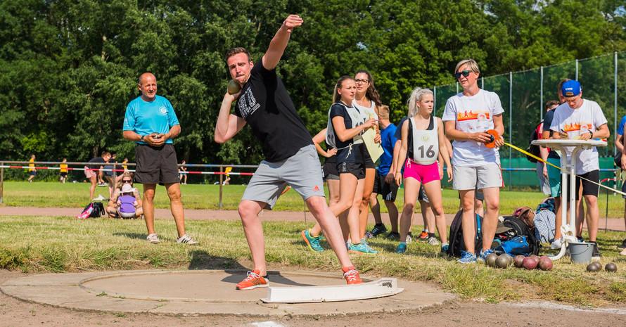 Ein Fernsehteam des MDR begleitete die Sportabzeichen-Uni-Challenge mit Schwimm-Weltmeister Paul Biedermann in Halle (Foto: Jessen Mordhorst)