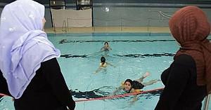Schwimmen lernen steht bei Migrantinnen hoch im Kurs. Copyright: picture-alliance