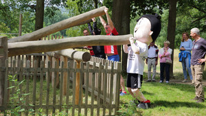 Trimmy auf dem Trimm-Dich-Parcours des Freilichtmuseums Hessenpark. Foto: DOSB