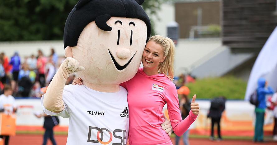 Ein starkes Team bei der Sportabzeichen-Tour: Miriam Höller und Trimmy (Foto: Treudis Naß)