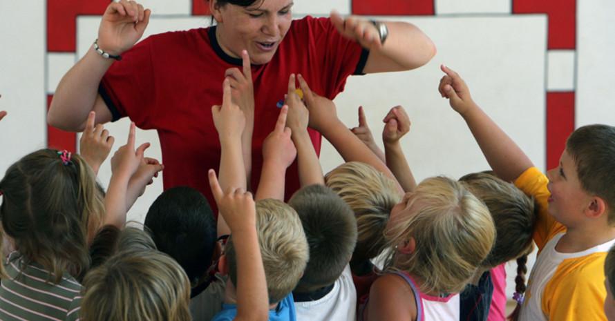 Wer sich für ein Freiwilliged Soziales Jahr im Sport  entscheidet, kann viel lernen. Foto: picture-alliance