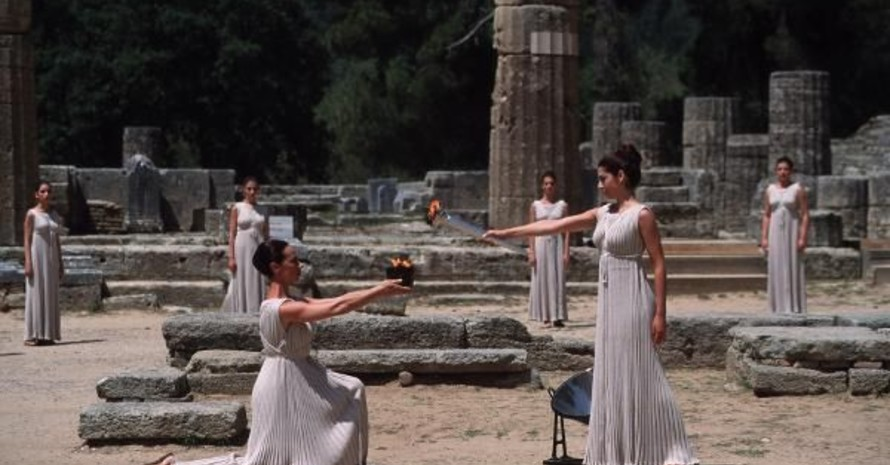 Das Olympische Feuer wird traditionell im olympischen Hain von Olympia in Griechenland entzündet. Copyright: picture-alliance
