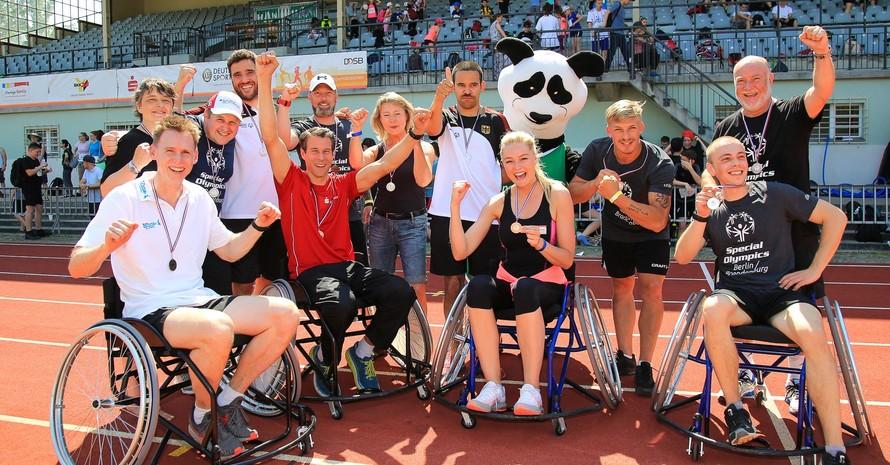 Vier Staffeln gingen im inklusiven Promi-Wettbewerb an den Start. Foto: DOSB/Treudis Naß