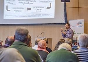 Prof. Sebastian Braun beleuchtet das ehrenamtliche und freiwillige Engagement im Kontext von sportbezogener Integrationsarbeit von Vereinen. Foto: Uwe Winter