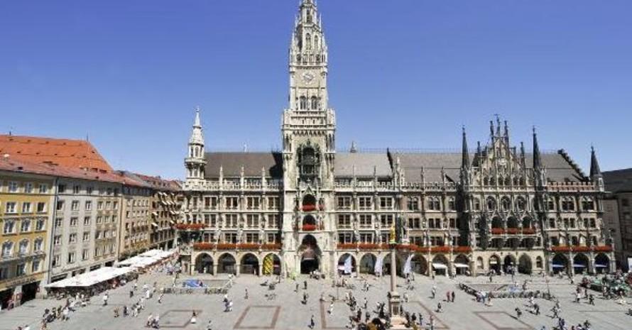 Vom Rathausbalkon auf dem Marienplatz in München werden die Medaillengewinner der Olympischen Spiele in Vancouver den Gratulanten zuwinken. Copyright: picture-alliance