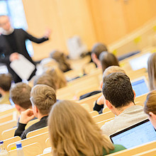 Das Angebot wendet sich in erster Linie an Absolventen von sport-, sozial- und geisteswissenschaftlichen Studiengängen. Foto: picture-alliance