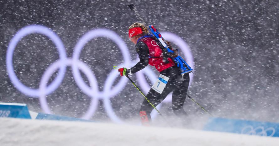 Im Schneetreiben den Überblick verloren: Die deutsche Staffel mit Startläuferin Franziska Preuß kamen mit den Bedingungen am Schießstand nicht zurech (Foto: Picture Alliance)