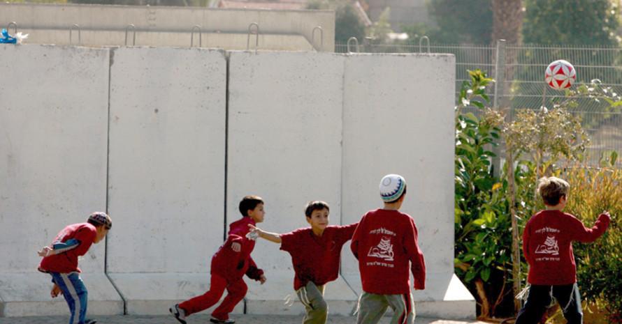 Israelische Kinder beim Fußball. Copyright: picture-alliance