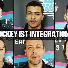 """Spielerinnen, Spieler und Trainer stehen für """"Integration im Eishockey"""". Foto: DEB"""