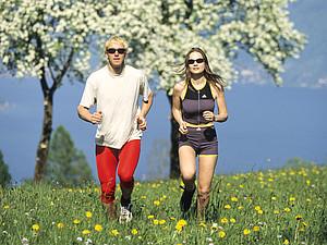 Gemeinsam laufen, das macht Männern und Frauen Spaß. Copyright: picture-alliance