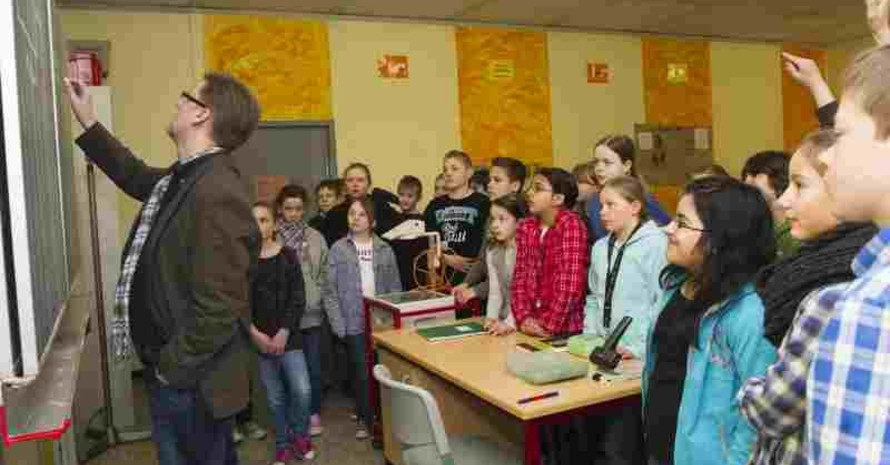 Bewegtes Lernen und Lehren im Unterricht; (c) LSB NRW/Foto: Andrea Bowinkelmann