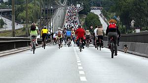 Gut fürs Klima: Der autofreie Sonntag in Hamburg 2008 wurde auch zu sportlichen Aktivitäten genutzt. Foto: picture-alliance