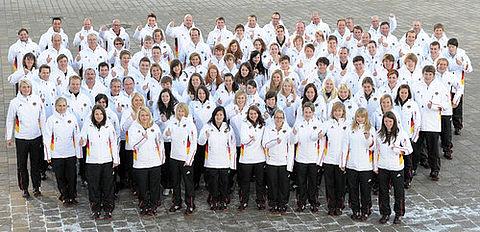 Die Deutsche Jugend-Olympiamannschaft für Innsbruck bei der Einkleidung in Ingolstadt. Foto: picture-alliance