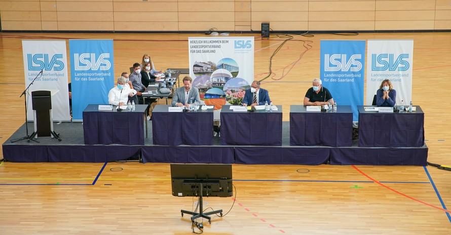Das Präsidium des LSVS auf dem Podium bei seiner digitalen Mitgliederversammlung. Foto: Andreas Schlichter
