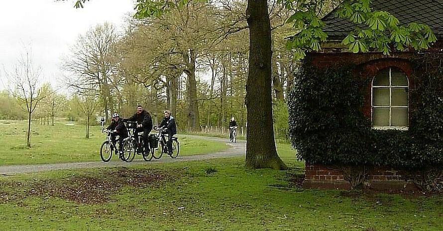 Radfahrer im idyllischen Ruhrgebiet bei Recklinghausen, Foto: Böcker