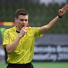 Das Schiedsrichterwesen ist immer noch eine Männerdomäne, aber im weiblcihen Bereich liegt großes Potenzial. Foto: picture-alliance