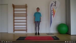 Übungsleiterin Britta in einem ihrer Online-Trainingsvideos (Quelle: kieler-tb.de).