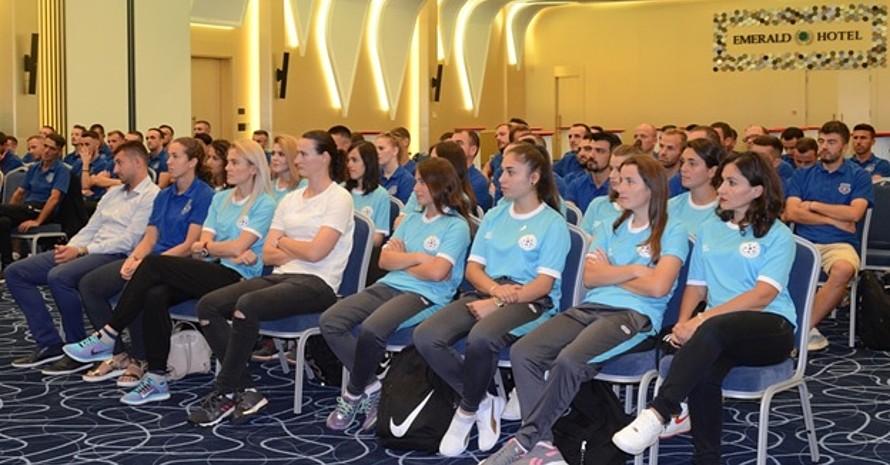 Die neu fortgebildeten Trainerinnen bei der Verleihung. Foto: FFK / DOSB / Nees