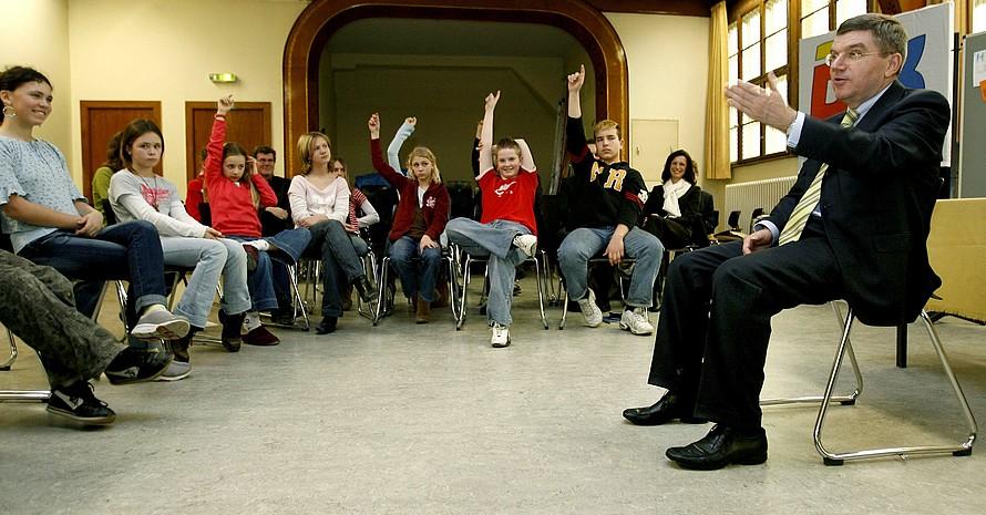1000 Fragen hatten die Schülerinnen und Schüler der Salvator Grunschule Berlin an den DOSB-Präsidenten (Foto: Eberhard Thonfeld/Camera4)