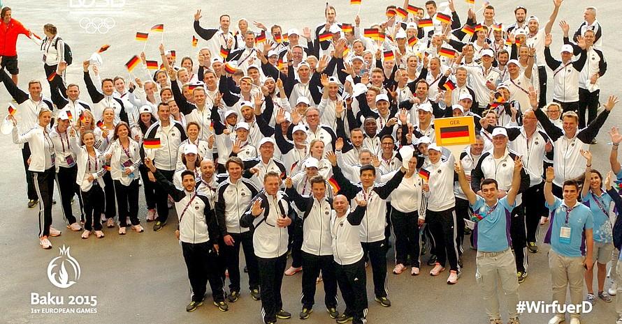 Die deutsche Mannschaft bei der Vorbereitung auf die Eröffnungsfeier im Athletendorf. Foto: DOSB