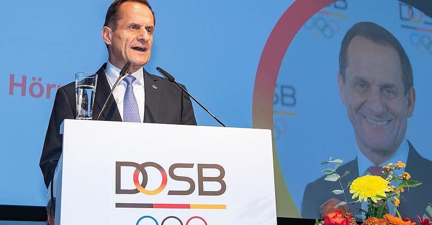 DOSB-Präsident Alfons Hörmann spricht bei einer Mitgliederversammlung des DOSB. Foto: DOSB/picture-alliance