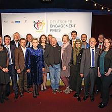 Die glücklichen Gewinnerinnen und Gewinner des Engagementspreises 2017. Foto: Deutscher Engagementpreis/Frederic Schweizer
