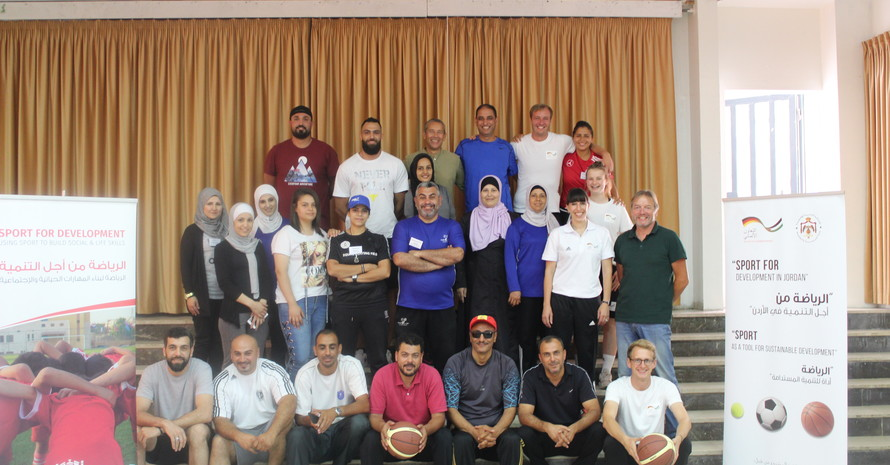 Die erfolgreichen Teilnehmerinnen und Teilnehmer erhielten ein Zertifikat. Bild: GIZ Sport für Entwicklung Jordanien