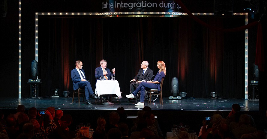 Talkrunde (v. re.) mit Dr. Wolfgang Schäuble, Moderatorin Katrin Müller-Hohenstein, Dr. Thomas Bach und Alfons Hörmann;Foto: Zöhre Kurc