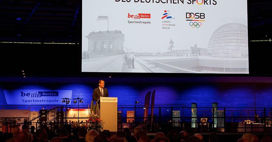 Im Verein würden Werte vermittelt, von denen Deutschland in einem Höchstmaß profitiere, sagte der DOSB-Präsident beim Parlamentarischen Abend in Berlin. Foto: Camera4