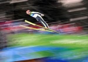 Das Springen von der Großschanze wurde am Donnerstag zu einem Lotteriespiel.Copyright: picture-alliance
